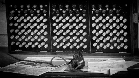 old-telephone-switchboard